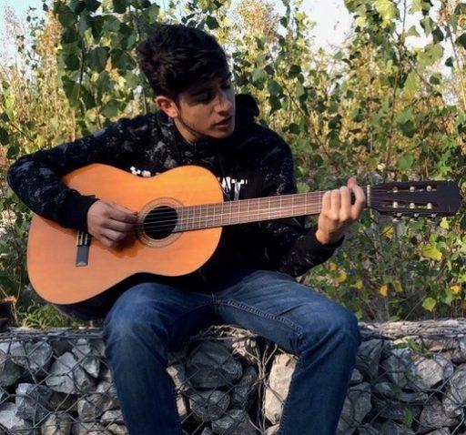 Claudio alla chitarra classica